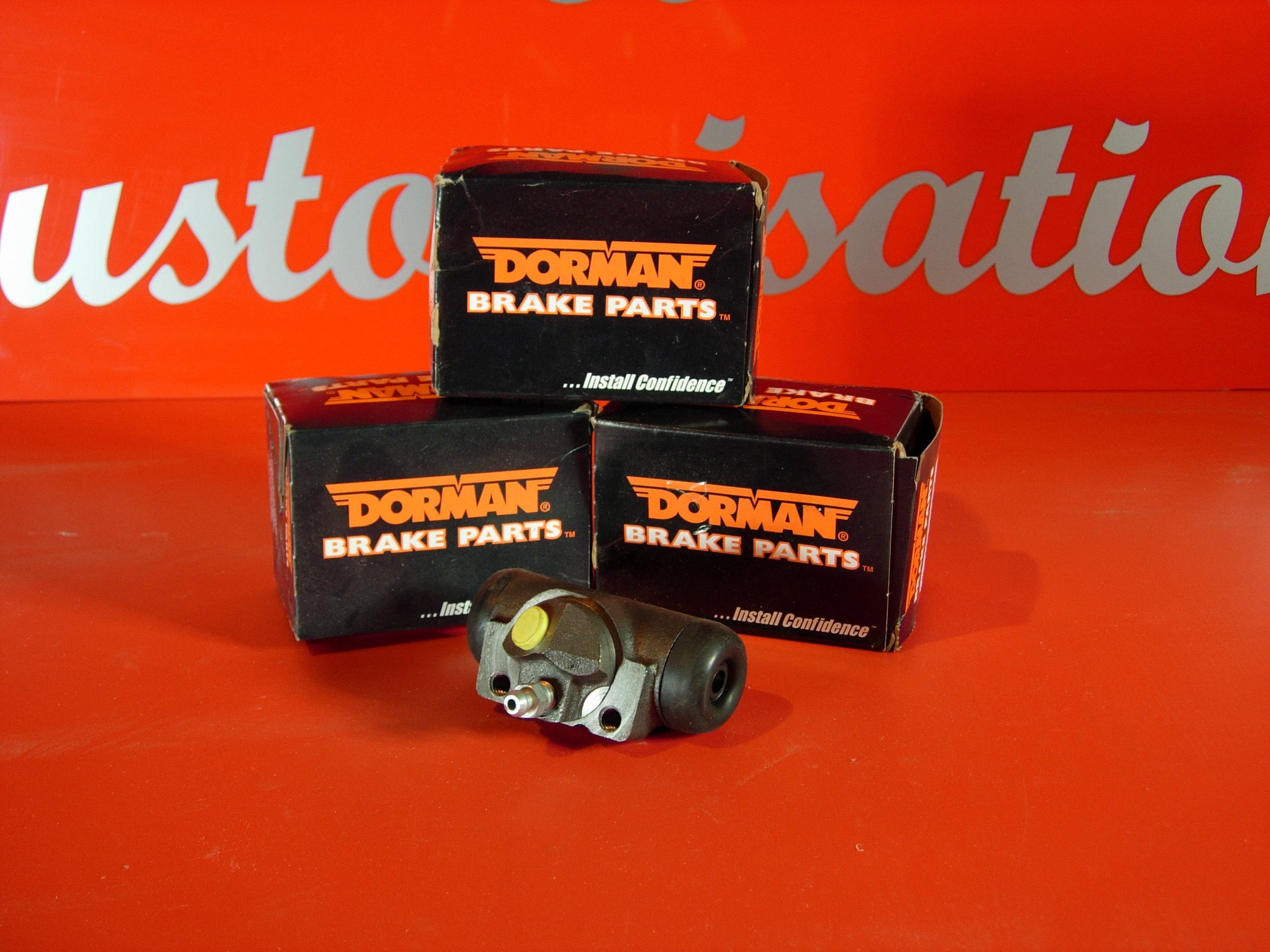 Rear Right brake cylinder 95-97 Towncar